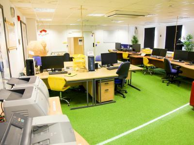 38ecbdd2d3b080dd57e5ecb0cf23eb72 IncuHive | Co-Working Desk Spaces Rental Services |
