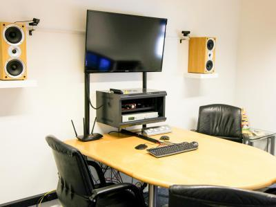 4011c728b7ecd9f2f2383e2760f75a17 IncuHive | IP Meeting Rooms Video/Audio Recording  |