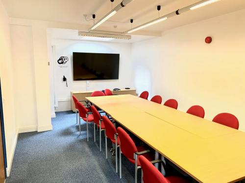 vthumb_winch_boardroom_1 Book a meeting space