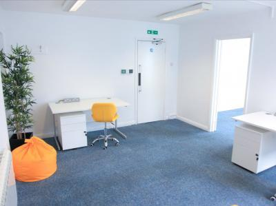 67d40d8cf60545aa33baa3078623312e IncuHive | Office Space Rental Low Cost Start-Up |